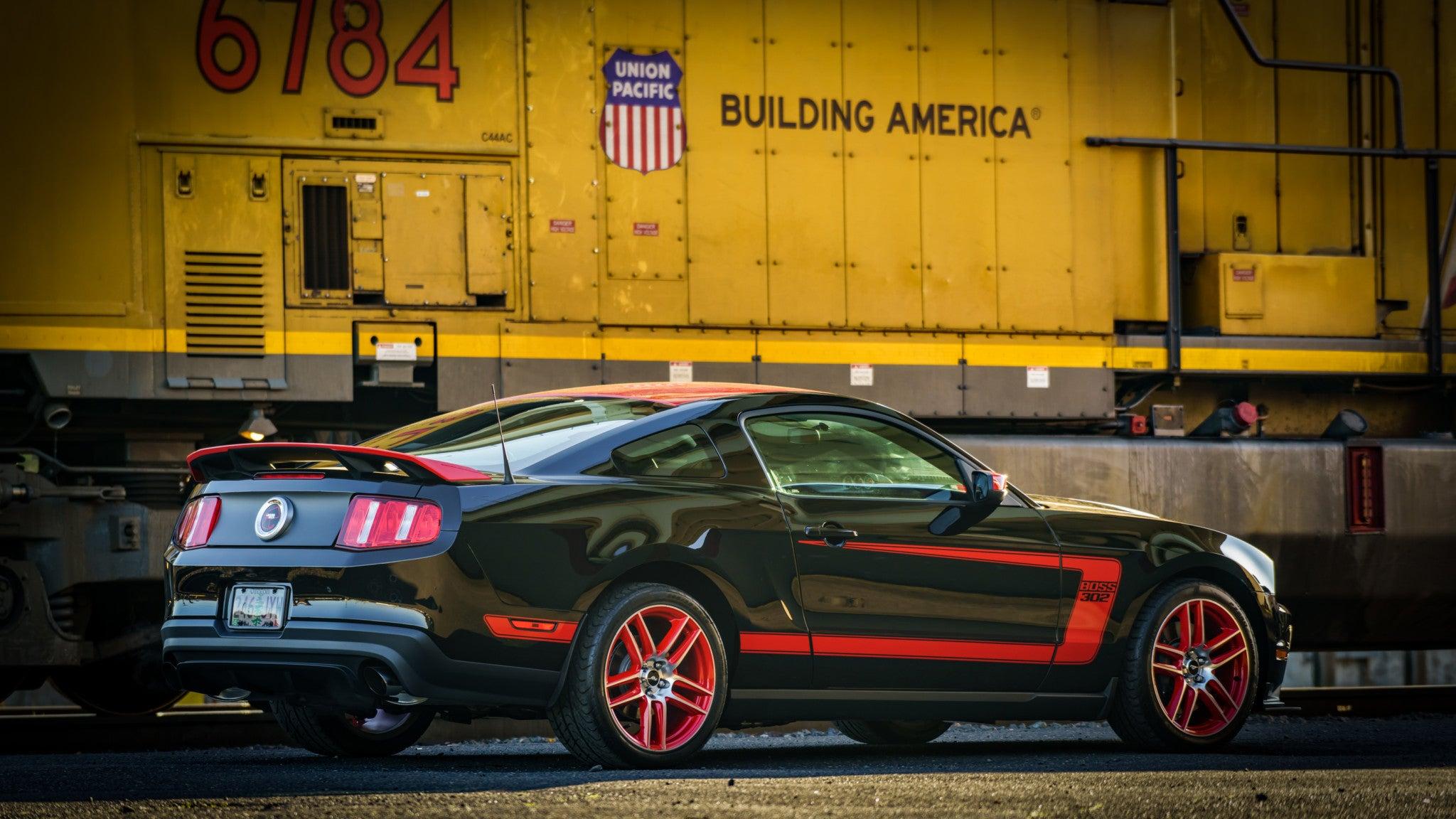 Auto World Modern Muscle 2012 Ford Mustang Boss 302 Laguna Seca Ver A /& B 64262