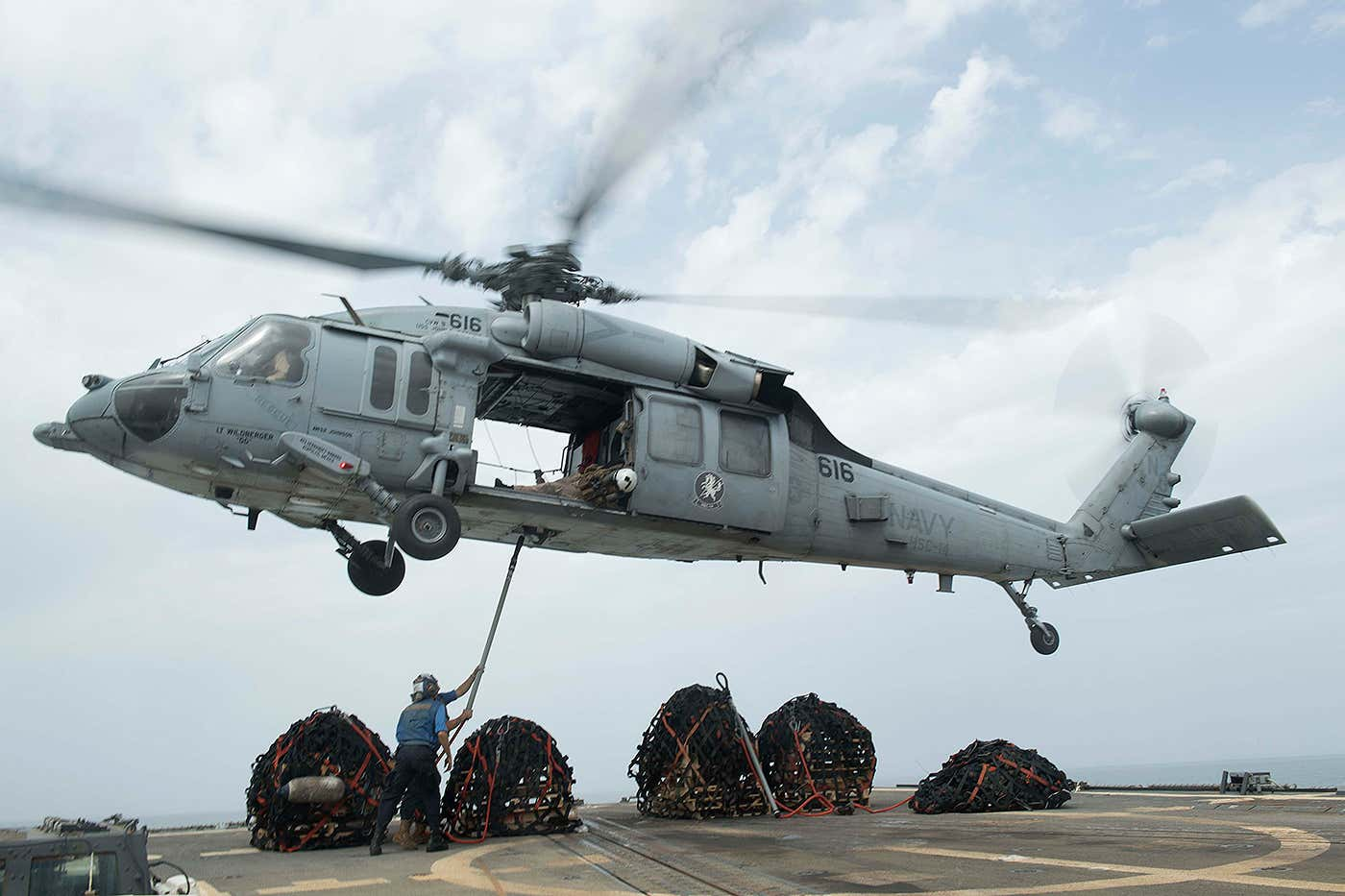 Why Navy Seals Almost Always Go Into Action Aboard Non Navy Helicopters The Drive