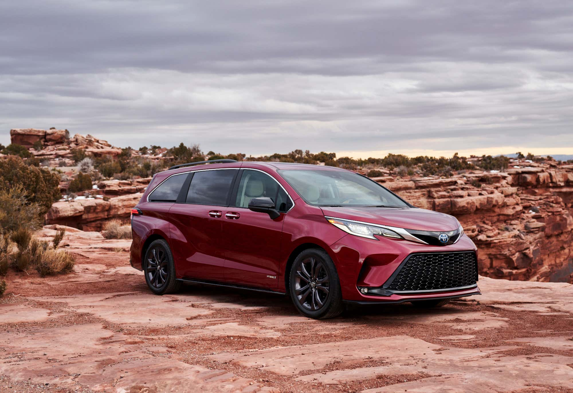 the new 2021 toyota sienna minivan goes all hybrid  the drive
