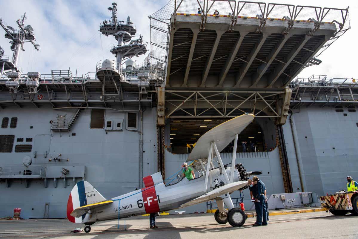 Amphibious Assault Ship USS Essex Carries Load Of Gorgeous ...