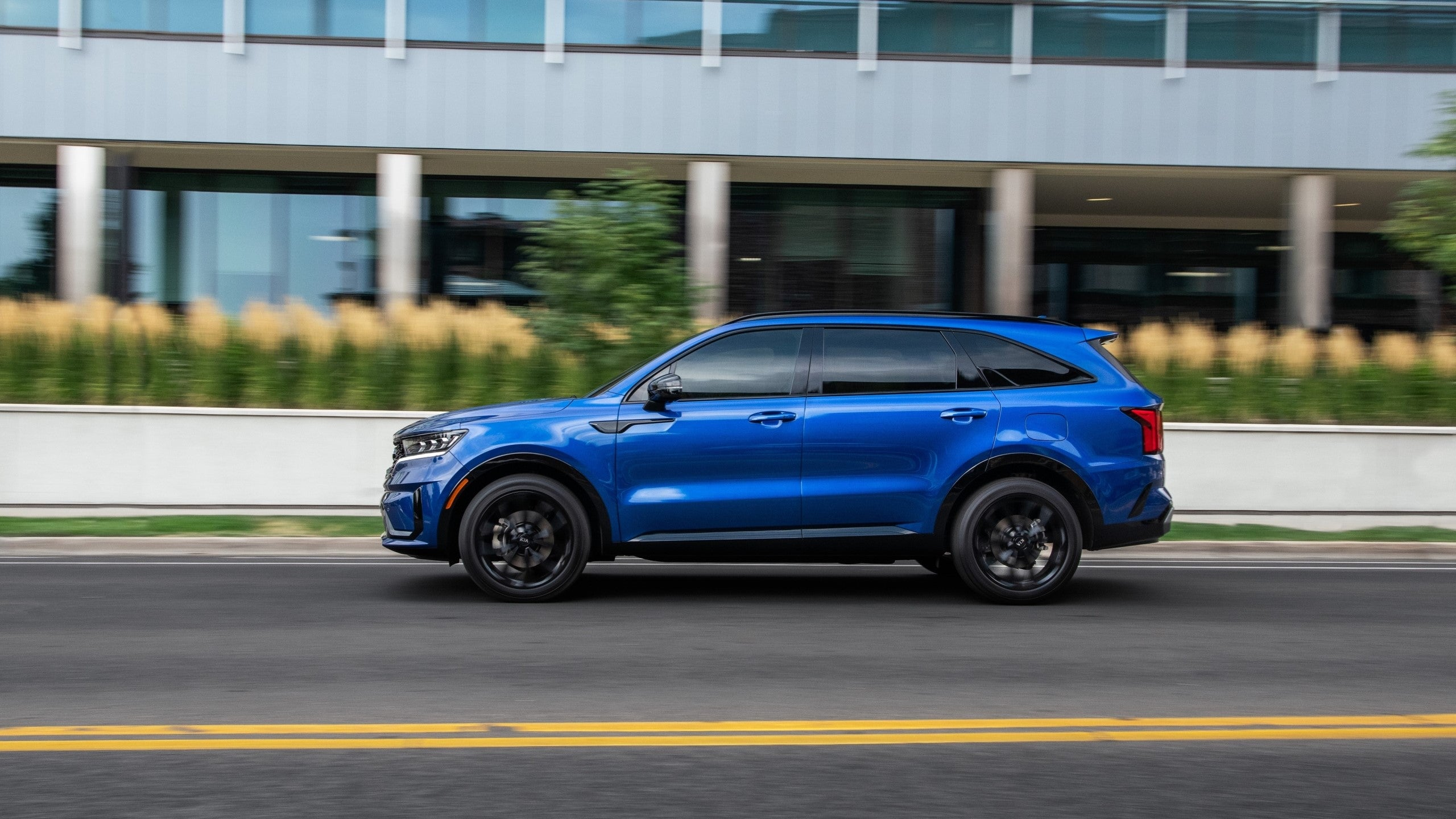 The 2021 Kia Sorento Is a Three-Row SUV That Delivers Up ...