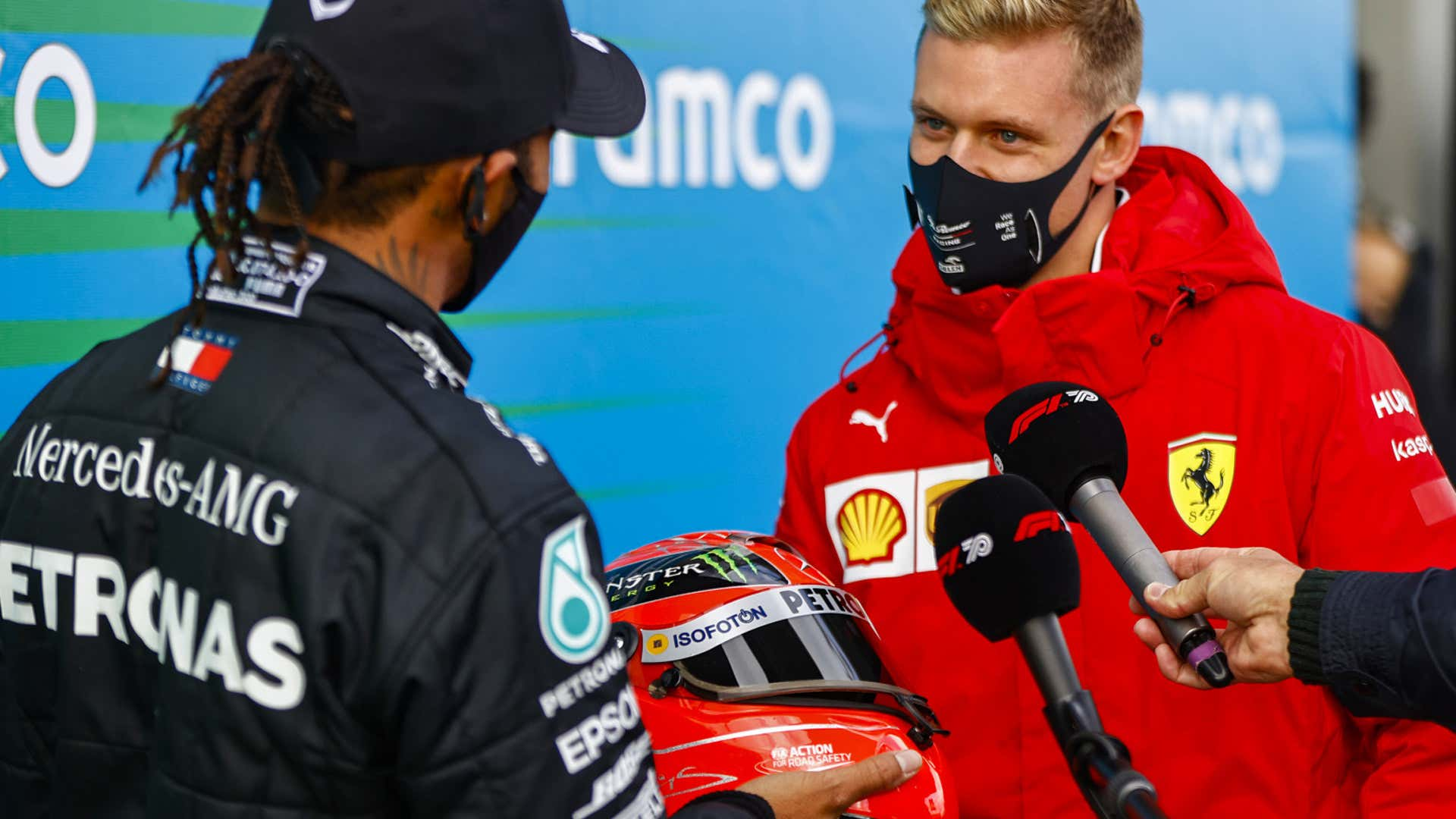 Lewis Hamilton Presented With Schumacher S Helmet After Tying His F1 Win Record