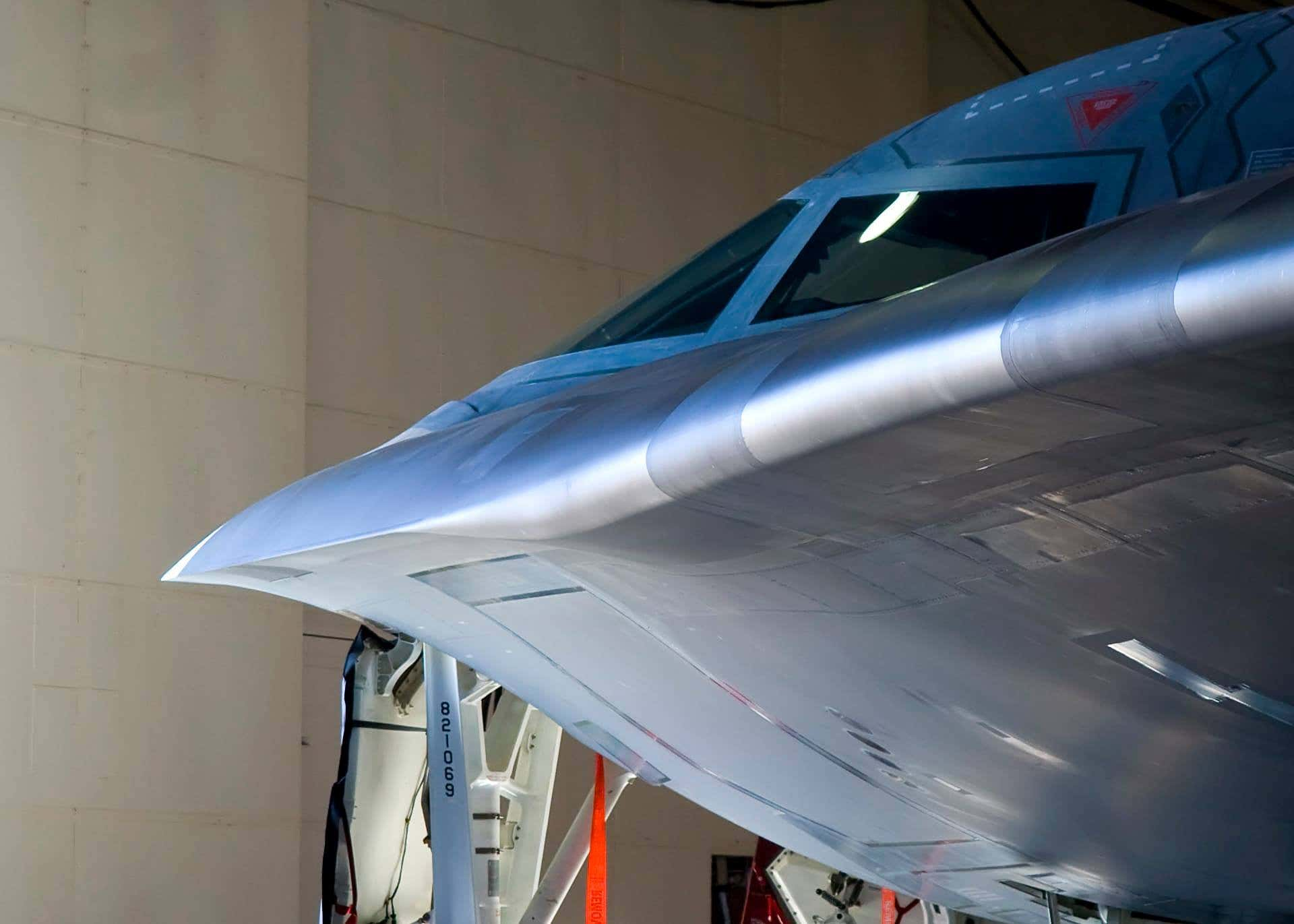 B-2 в полете и цифрах