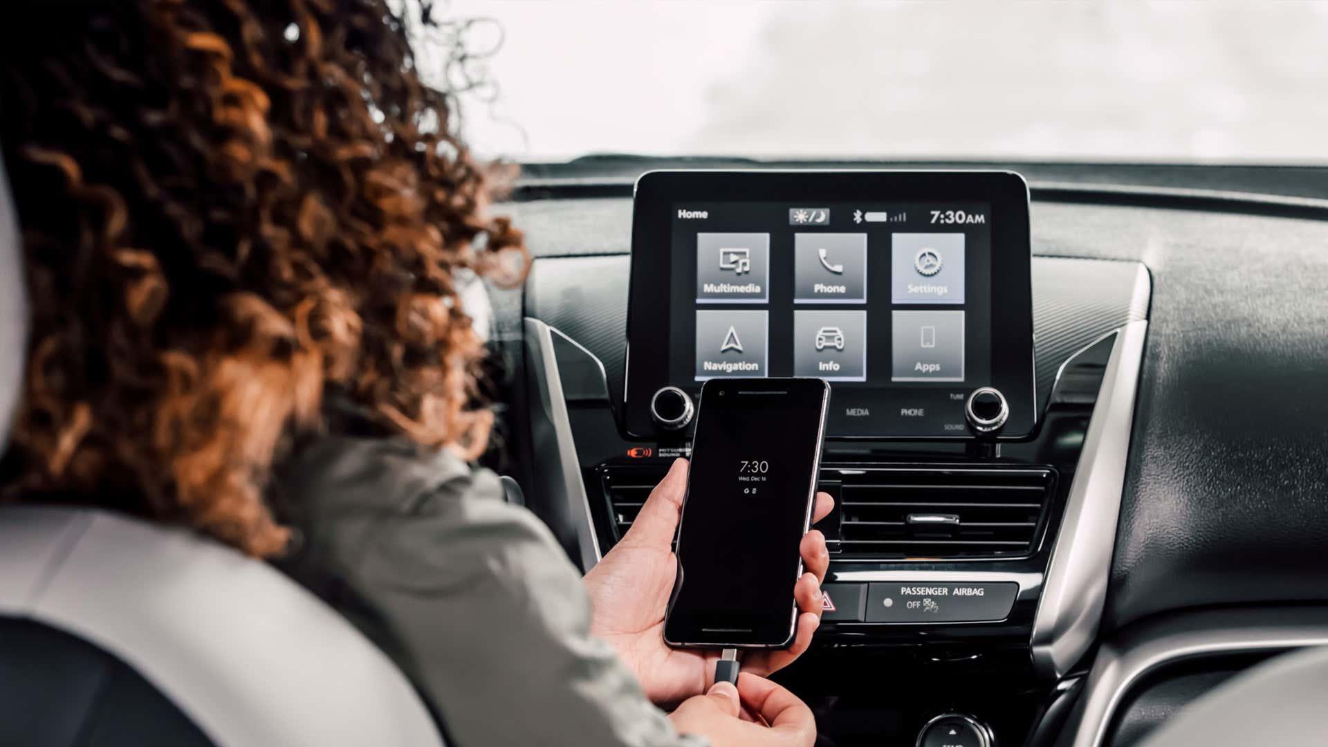 CES 2021: в будущем в вашем автомобиле могут быть сенсорные экраны еще большего размера