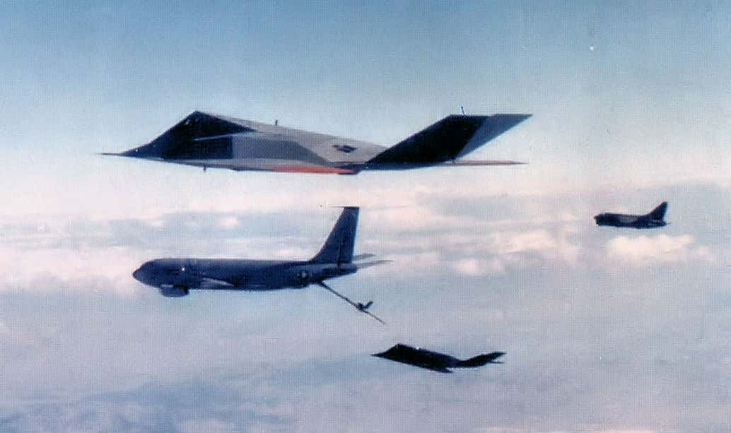 message-editor%2F1611966230160-4450th_tactical_group_f-117_a-7d_refueling.jpg
