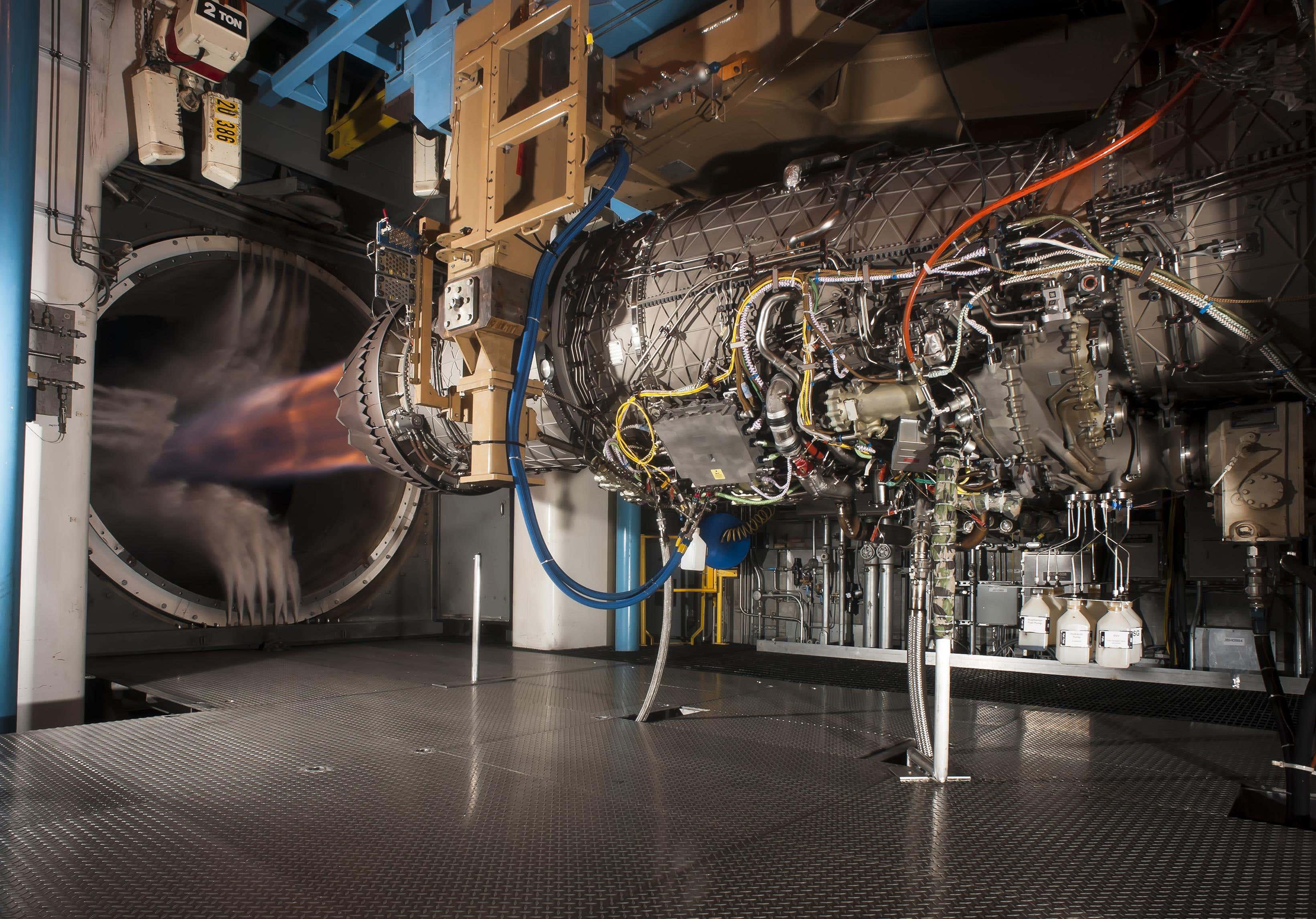 Босс ВВС хочет, чтобы истребитель с чистым листом, менее продвинутый, чем F-35, заменил F-16
