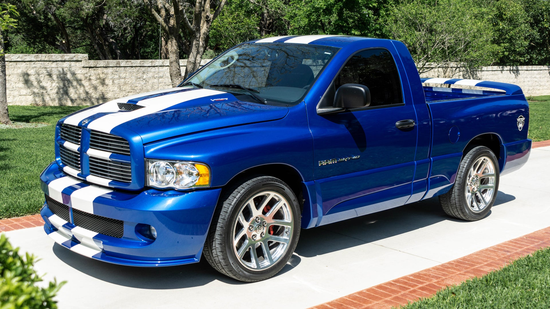 This 3 400 Mile Dodge Ram Srt 10 Can Be Yours For A Surprisingly Reasonable Price