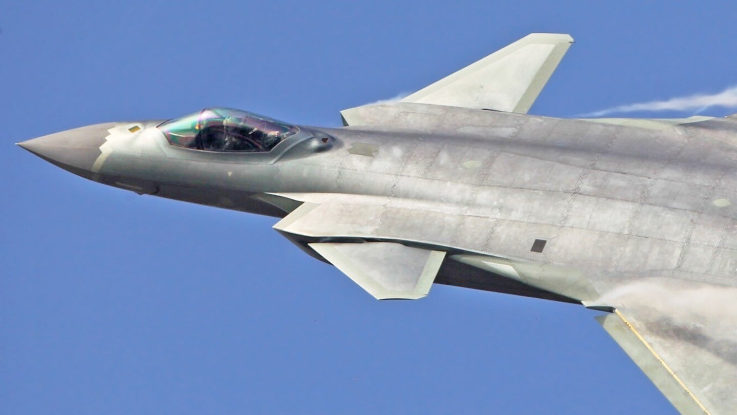 China's new warplane J-20 makes debut at Zhuhai show