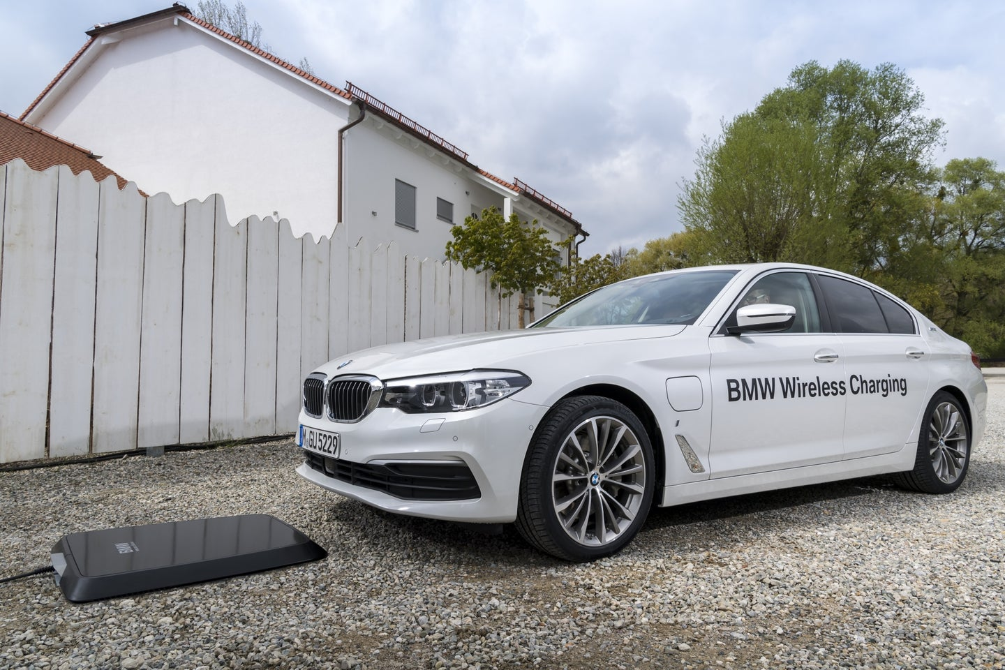 BMW Introduces Wireless Charging for The 530e iPerformance Plug-In Hybrid