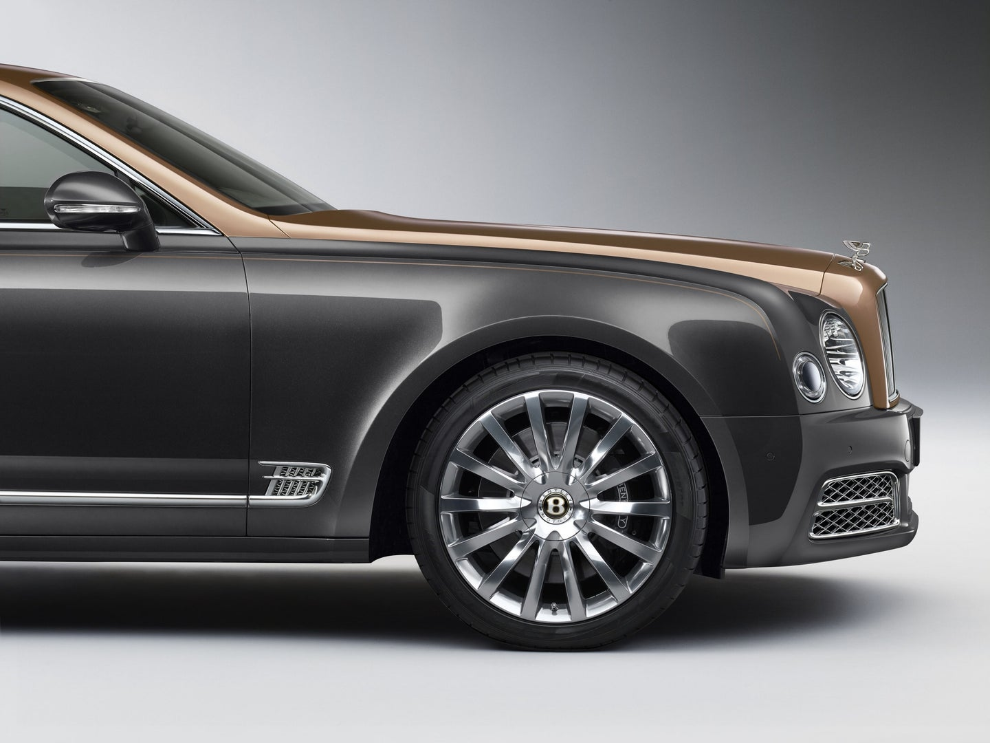 Bentley Celebrates 100 Years with Centenary Specification for All 2019 Models - Bentley Mulsanne - New Centre Badge