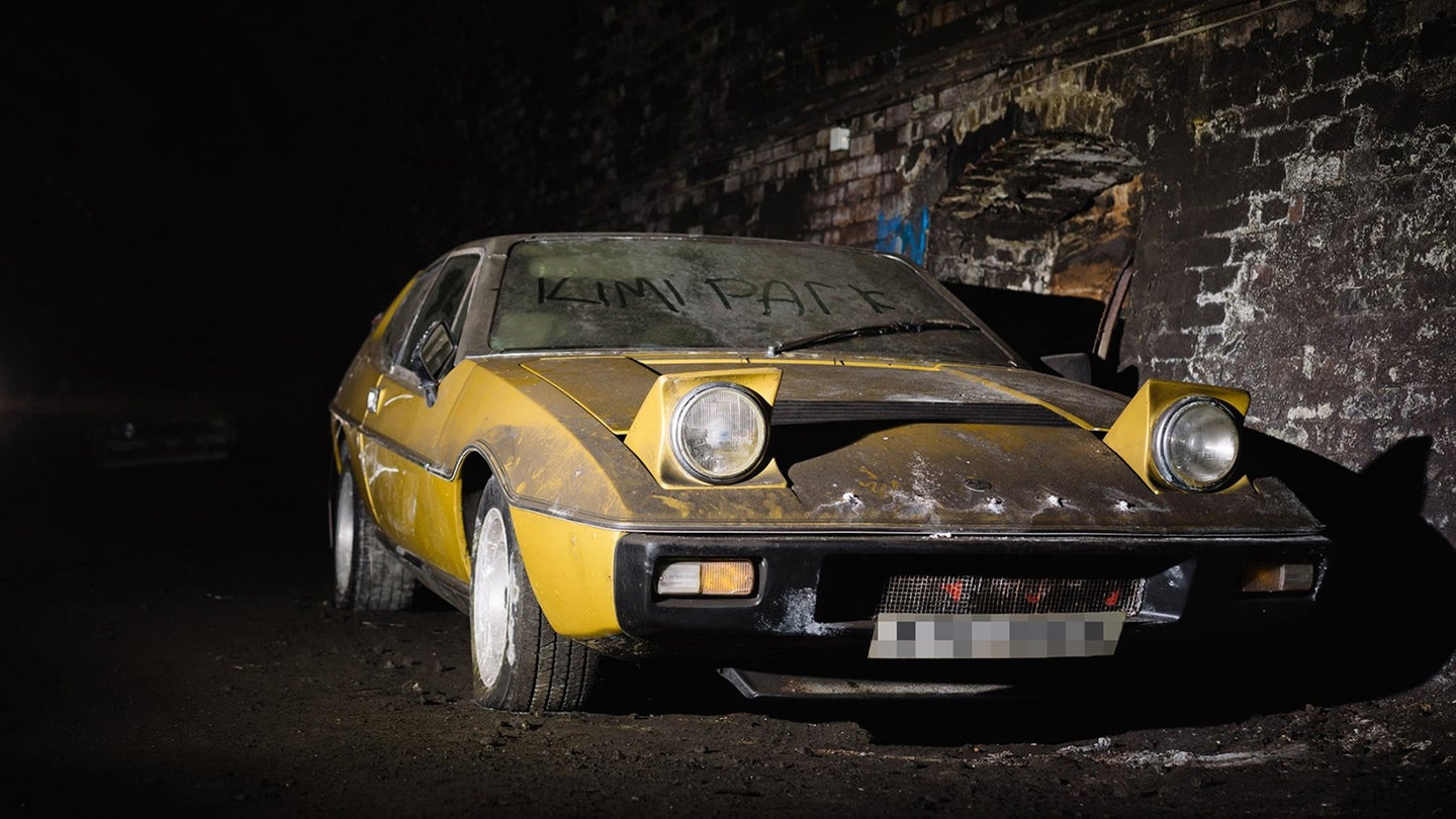 Lotus Elite in tunnel