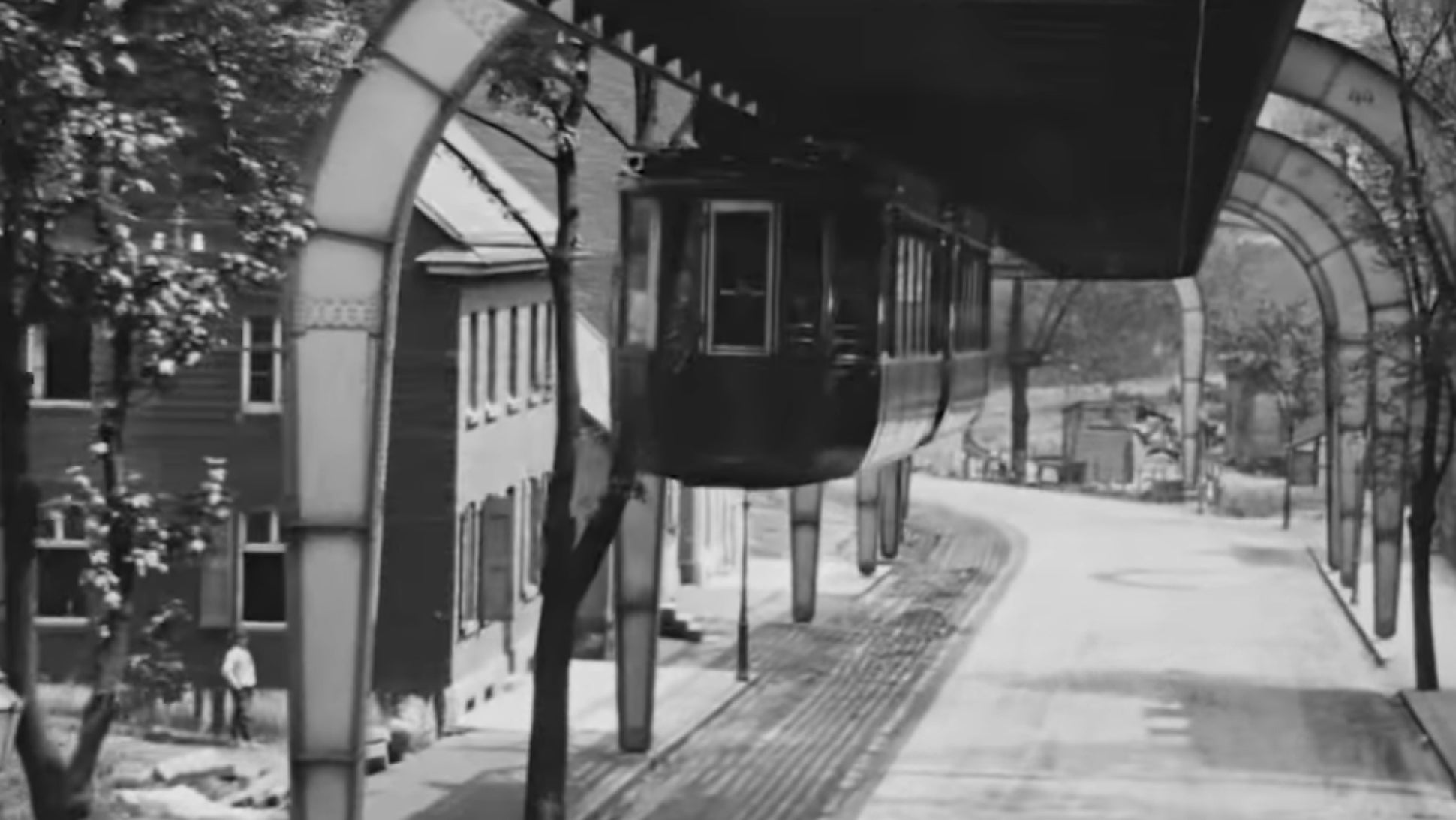 This German Train From 1902 Is Upside-Down   The Drive