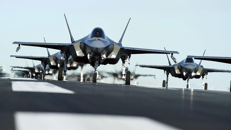 Lockheed Martin F-35 Lightning II (caza polivalente monoplaza de quinta generación USA ) - Página 28 F-35s-in-a-row