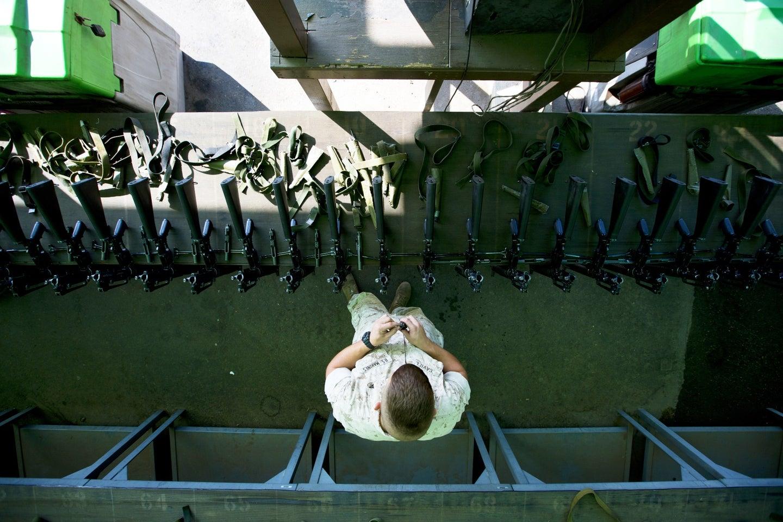 Pifias de la industria militar norteamericana: El ejército de EE. UU. Ni siquiera rastrea cuántas armas pierde, y ha perdido miles - Página 2 Missing-weapons-top