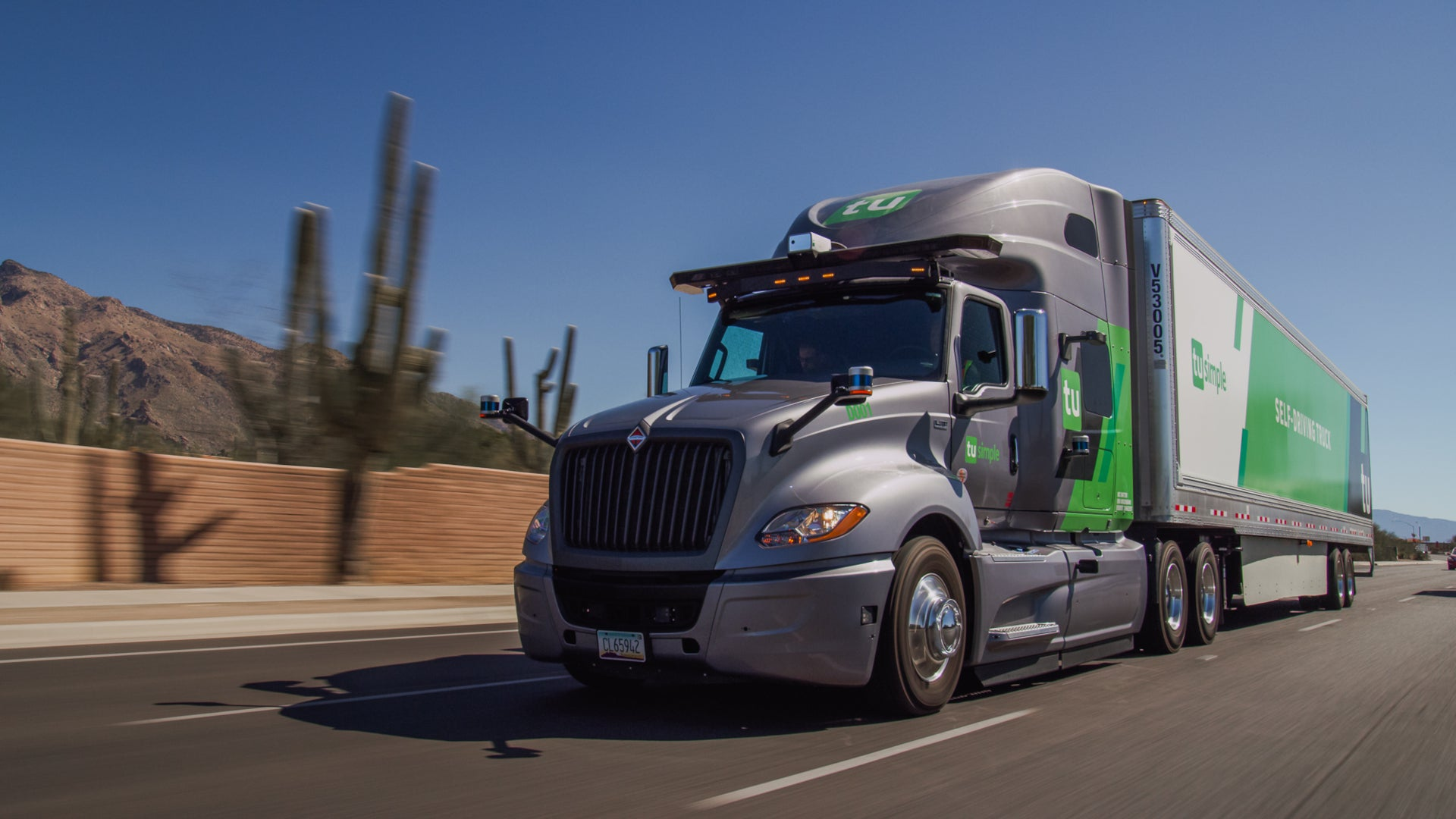 Self-Driving Semi-Truck Completes 950-Mile Delivery 10 Hours Faster Than a Human Trucker Could