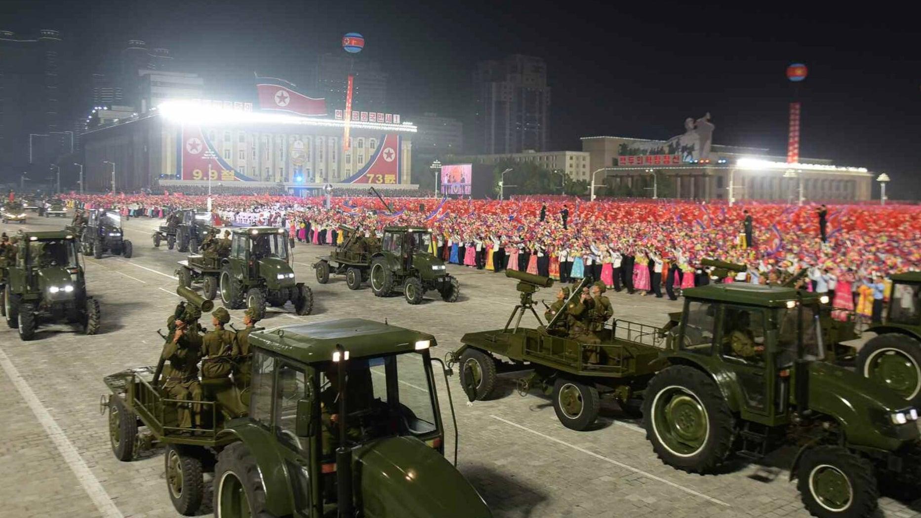 كوريا الشمالية تستبدل الصواريخ بالميليشيات في آخر استعراض لها  🚀