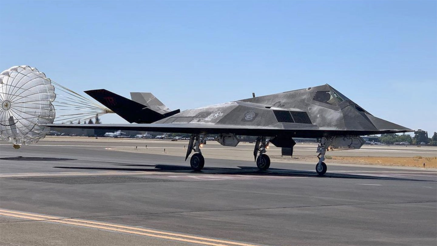 US Air Force: Discussion and News - Page 16 F117-Fresno